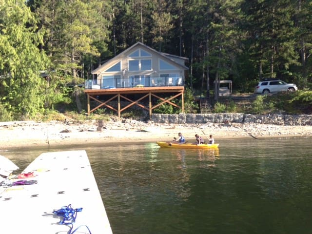 Beautiful Blind Bay BC Cabin - Blind Bay - Stuga