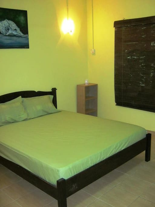 Queen size bed + single bed for extra
