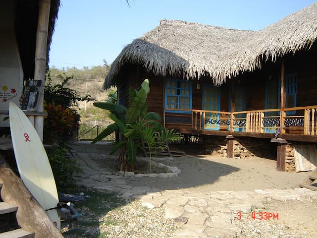 La Perla 2: Eco-lodge, Surf & Yoga