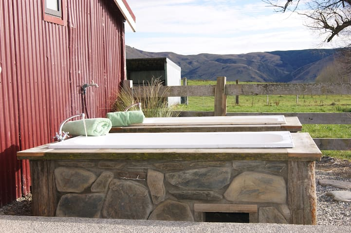 Red Shed & Outdoor Baths - Queenstown to Milford