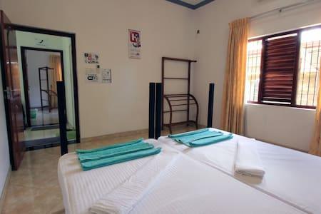 Twin Bedroom with AC - Negombo