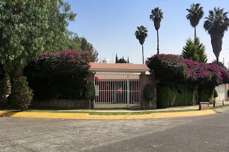 CASA ENTERA MÍNIMO 15 DÍAS COLONIA LAS ARBOLEDAS - Ciudad López Mateos - Rumah
