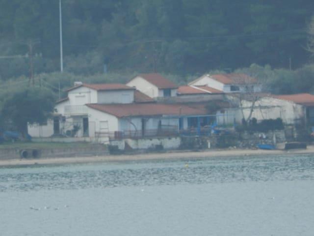 Tsoukalario apartments by the sea