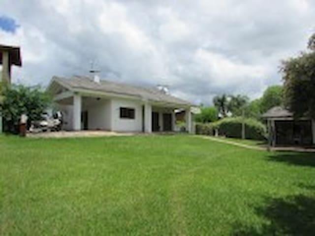 Casa mobiliada Condomínio Capingui - Mato Castelhano - Sommerhus/hytte