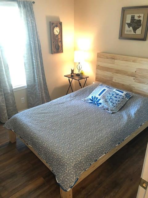 (2) Nice and Cozy room SE Austin near aiport