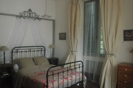 Charming B&B in stone build Manor House. - Cubjac - Bed & Breakfast