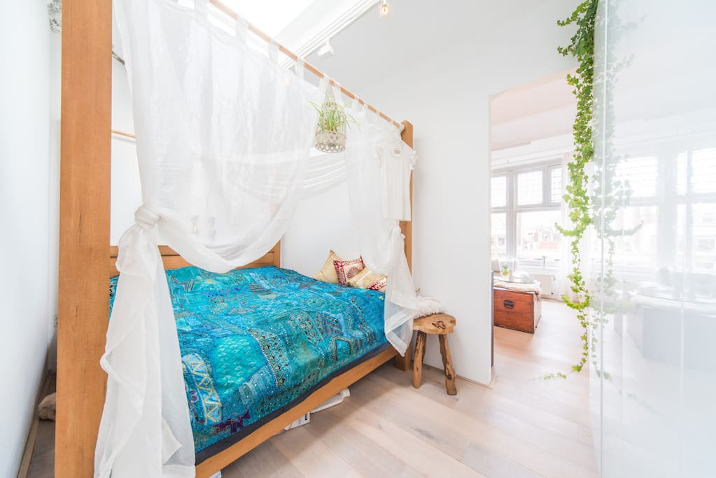 Dreamy canopy bed