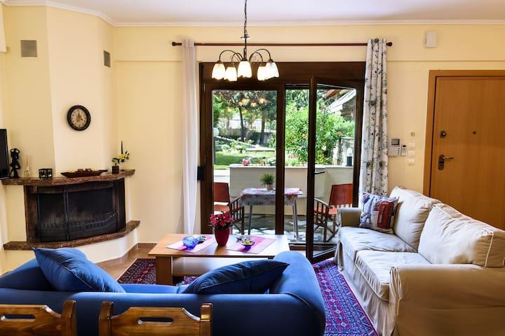 Mary-Ann's Deluxe apartment 2,Plagiari-Perea