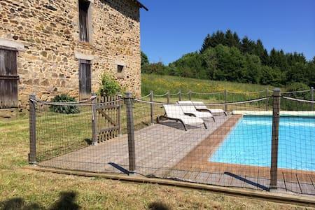 Belle ferme rénovée avec piscine - Huis