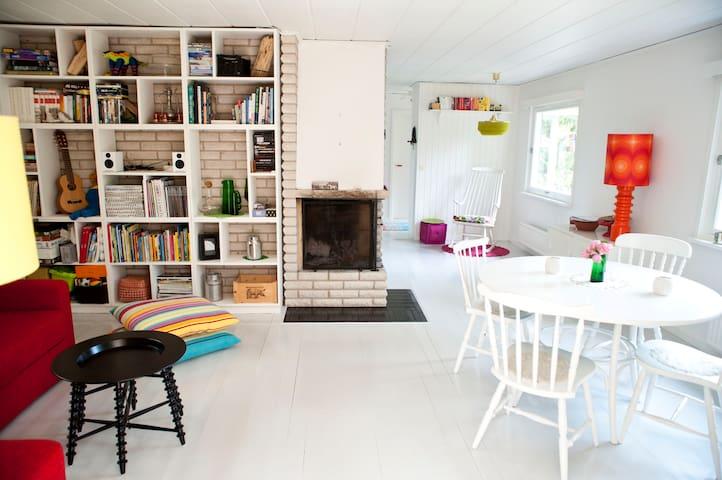 House close to beautiful lake, 40 min to Stockholm - Södertälje SV - Cabin
