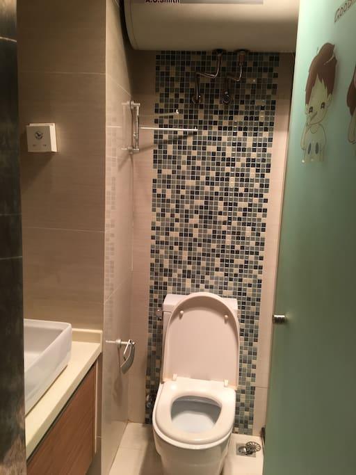 卫生间、脸盆、马桶、淋浴