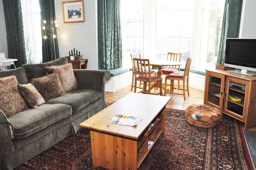 Spacious and bright loungw