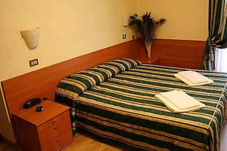 Cheap Triple room with breakfast... - Mailand - Bed & Breakfast