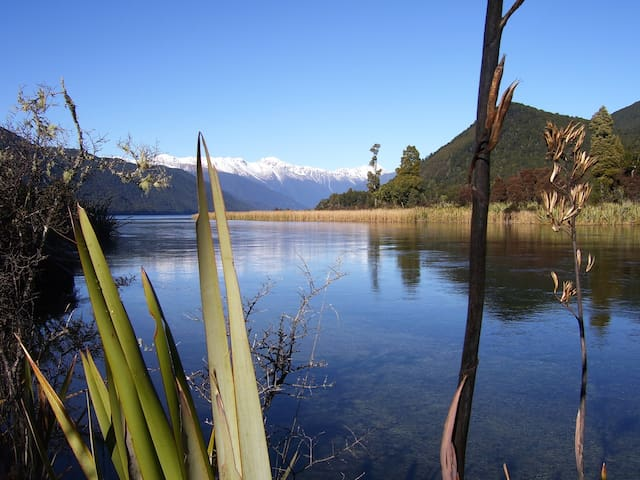 Nelson Lakes. Hidden Treasure Bach - Rotoroa