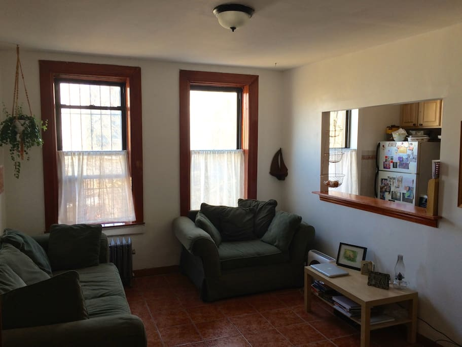 Big Bright 2 Bedroom By Subway Apartments For Rent In