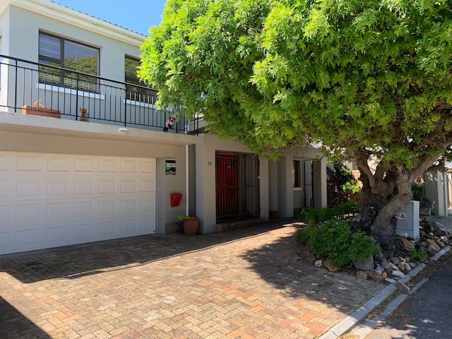 Holiday by the sea in picturesque Melkbosstrand