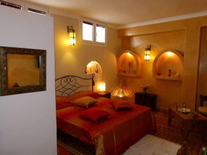 Private & cosy bedroom In a Riad