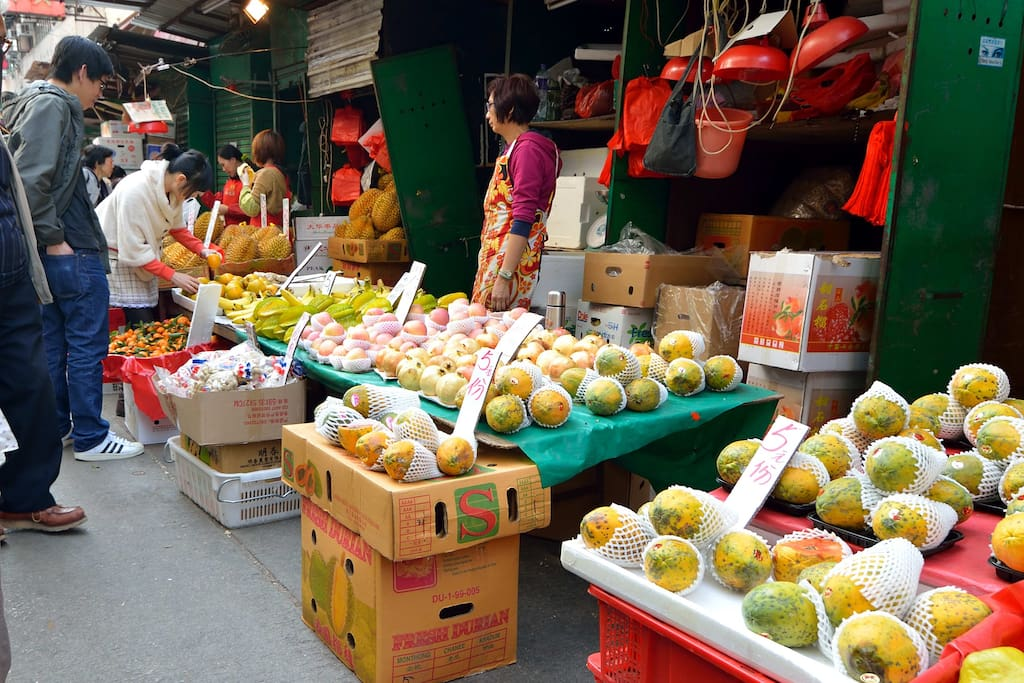 Local Market is nearby, you can walk around to feel the HK style market