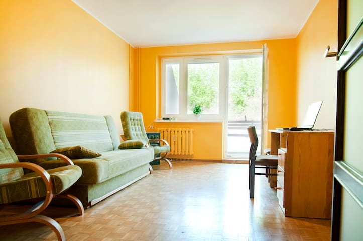 Nice room with balcony, for 2 prs - Poznan - Appartement