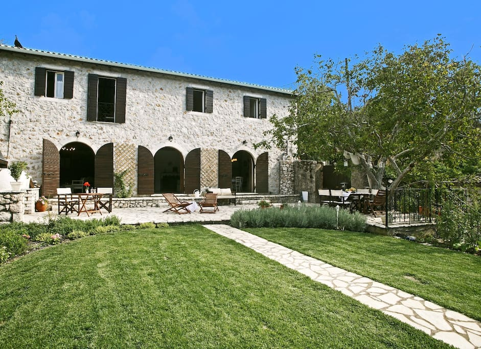 Stone mansion, built in the 19th century, fully renovated