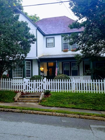 Captains Quarters Historical Home Downtown Rental