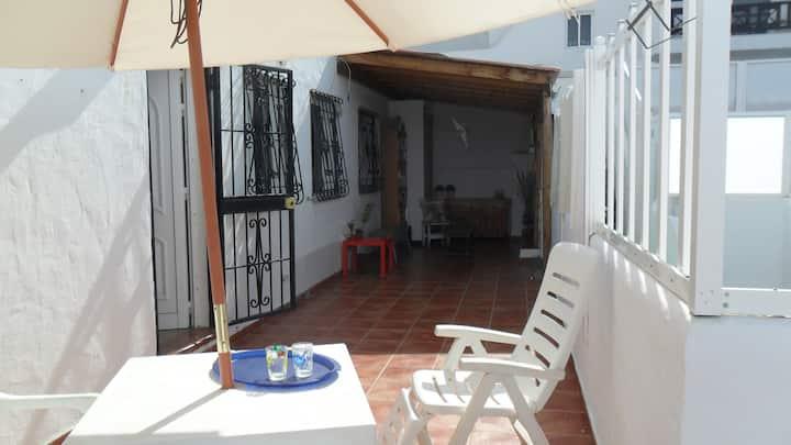 Habitacion y soleada terraza