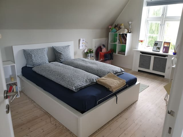 Bedroom 2. Sleeps two (140x200)