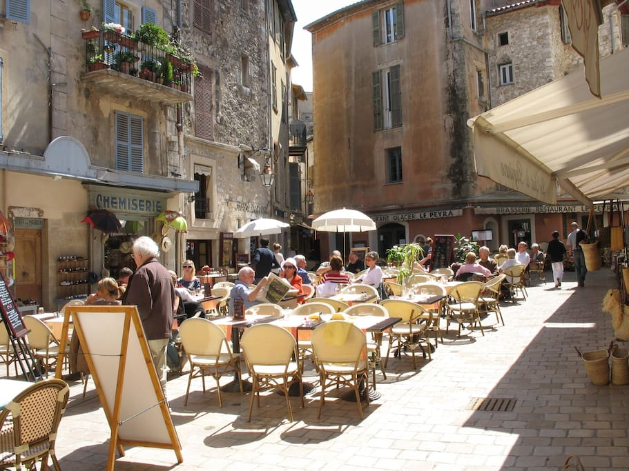 The walled town of medieval Vence has restaurants and fine food shops.