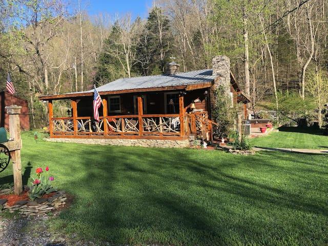 Wooden Heart Retreat at Center Hill Lake