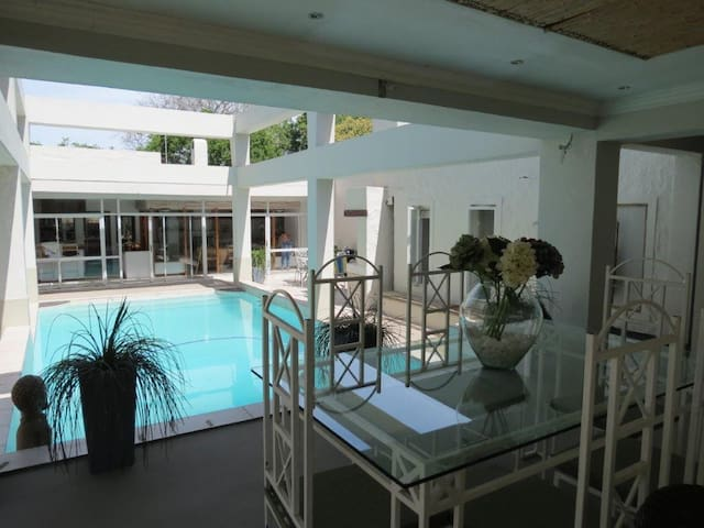 Warm friendly environment - a home from home! - Cape Town - Bed & Breakfast