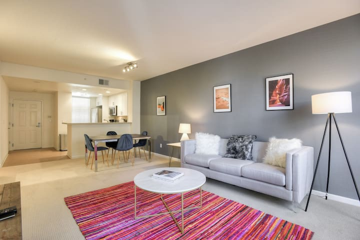 Brand New 1BR/1BA Urban Flat in DT Redwood City Carefully Designed to the Modern Business Traveler!