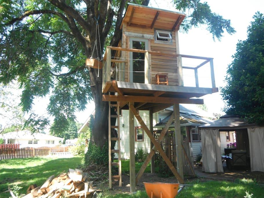 Tree House from Tiny House.