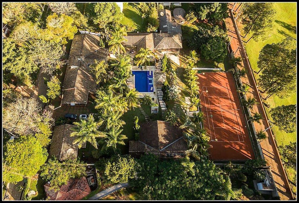 Vista aérea de toda propriedade