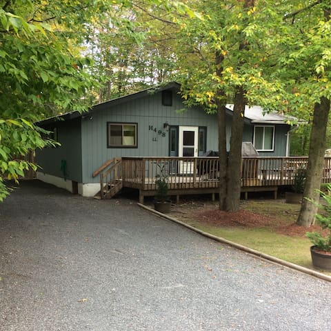 3 bedroom Centrally Located House with New Hot Tub