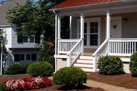 Private cottage in exclusive resort! Spring Break! - Williamsburg - Talo