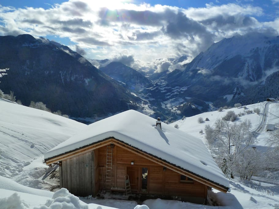 Chalet Etoiles du Sud, overlooking the Val d'Entremont to Italy
