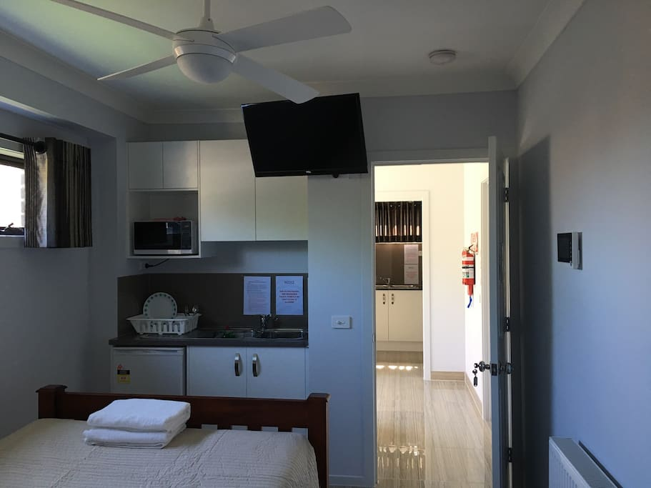 Studio fully furnished in clayton townhouses for rent for Furnished studio rent melbourne