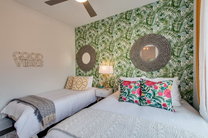 Full / Single Bedroom ★ Welcome to the Bohemian VIBE Nashville! ★ 2 Master Suites ★ 3 Full Bathrooms ★ 2 Car Garage ★ Walking Distance to coffee, drinks and food ★ 7 minute UBER to Downtown!