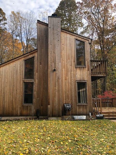 Cozy meets Seclusion: 3 bedroom, 2 bath- 10 acres