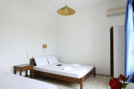 Marili Apartments, Apt#6 by the sea - Parasporos - Daire