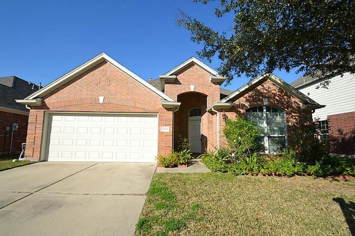 Room for Rent W/Utilities + Wifi in West Houston - Houston - Talo