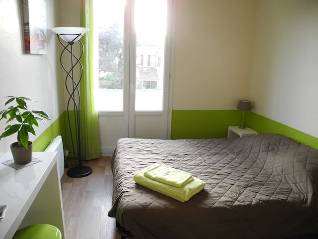 Room with private washbasin - Bordeaux - Apartment