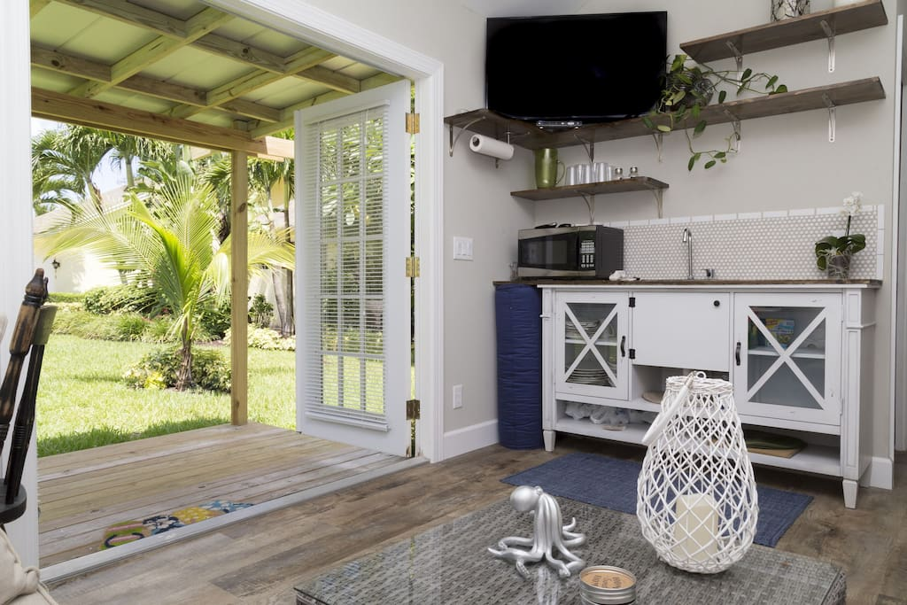 Tropical Paradise Cottage Getaway Bungalows For Rent In Palm Beach Gardens Florida United