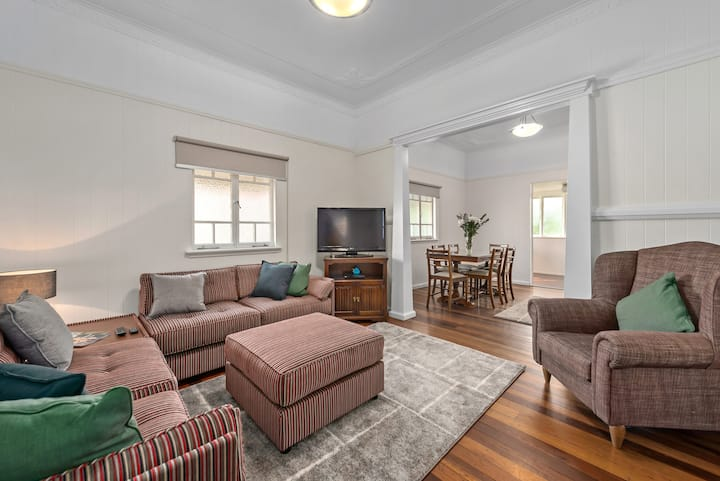 Classic Queenslander~2Bed/2Bath/2Car /Pool~Toowong