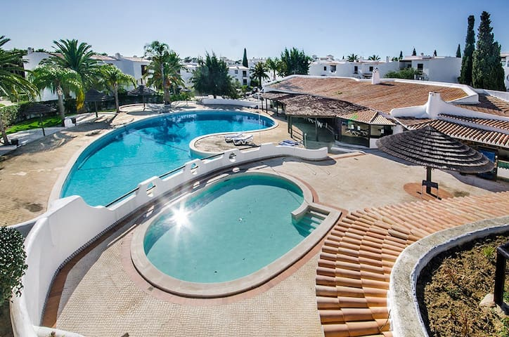 Lovely apartment, short walk to the beach. - Albufeira - Flat