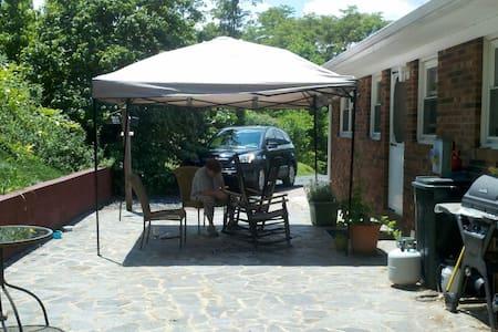 Appalachian Mountain Tranquility - West Jefferson - บ้าน