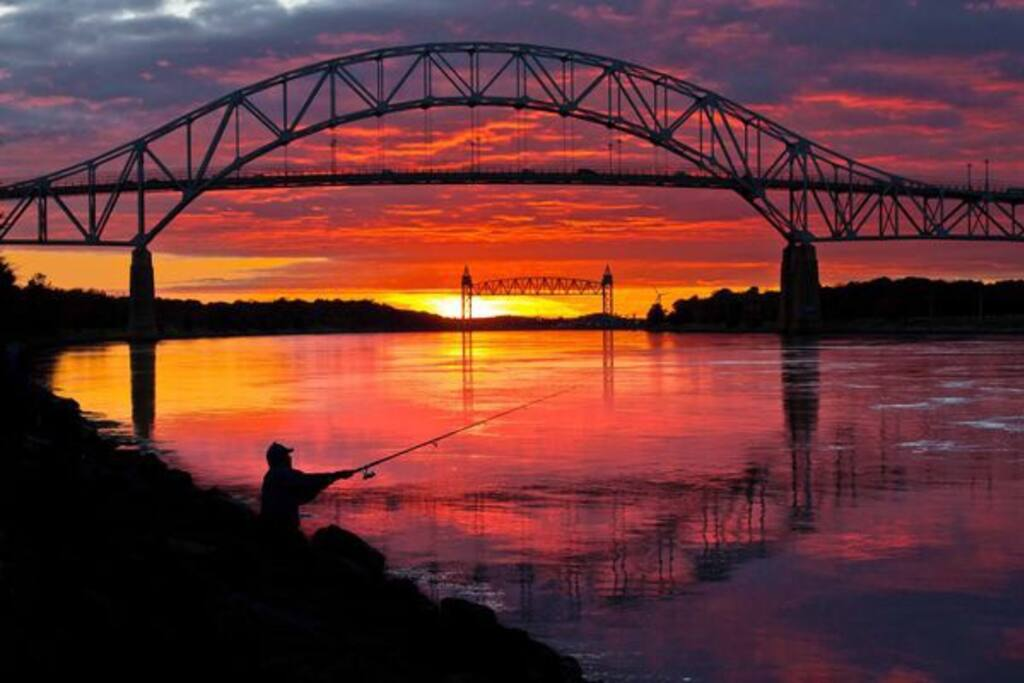 Cape Cod canal is only 60 minutes away.
