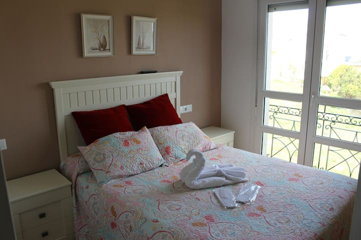 Dormitorio con cama de 150cmx200cm