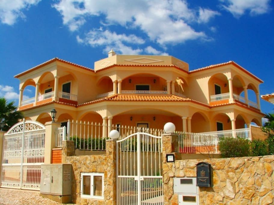 Vogue villa albufeira algarve houses for rent in for Villas vogue