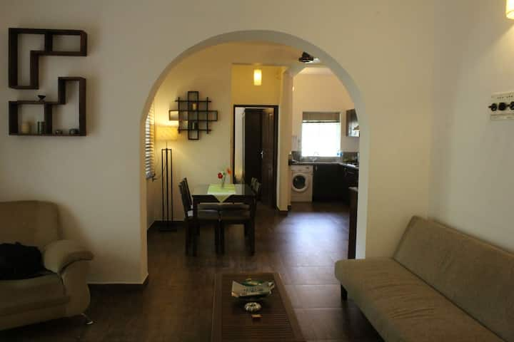 **Family-friendly 2BHK 10min from beach**